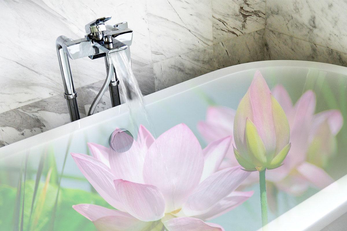 Stillen in der Badewanne ist pure Entspannung und gut für die Stillbeziehung Mama Blog München