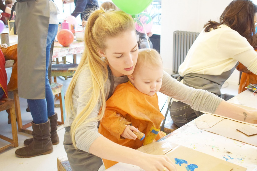 Kinderkunsthaus München Schwabing - Kreativwerkstatt - Ausflüge mit Kind - malen basteln diy - Tüten bedrucken - Mama Blog München