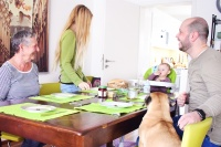 Familientisch - miteinander essen, reden und lachen - Mama Blog München