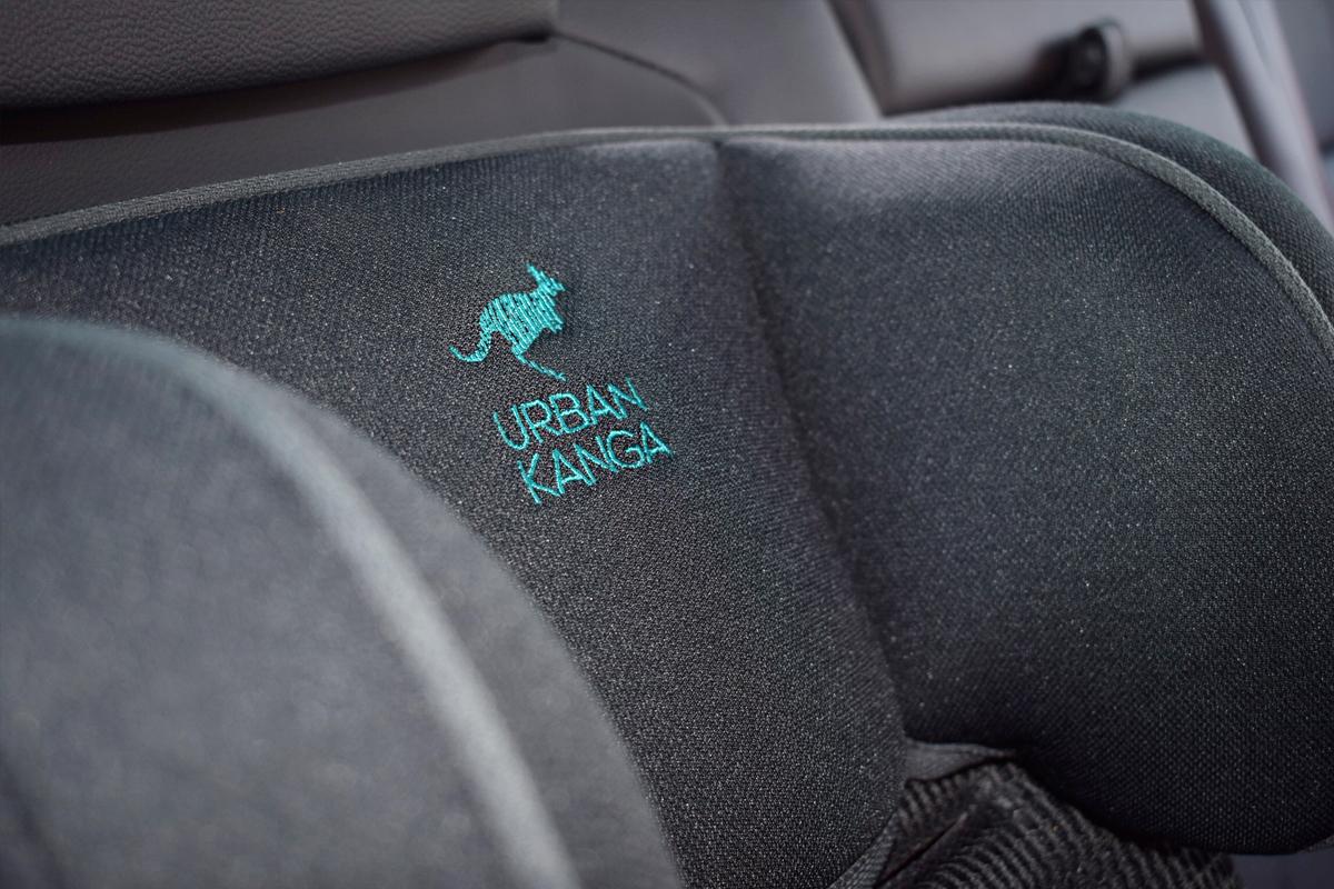 Urban Kanga - Faltbarer tragbarer Autositz für Kinder - Kinderautositz - Mama Blog München
