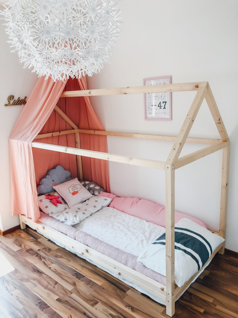 DIY Hausbett Floor Bed selber bauen Maria Montessori Bauanleitung Mama Blog München - house bed build yourself construction manual FamilyblogIMG_1534