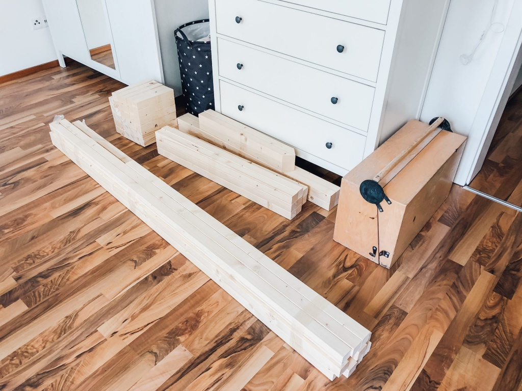 DIY Hausbett Floor Bed selber bauen Maria Montessori Bauanleitung Mama Blog München - house bed build yourself construction manual FamilyblogIMG_8992