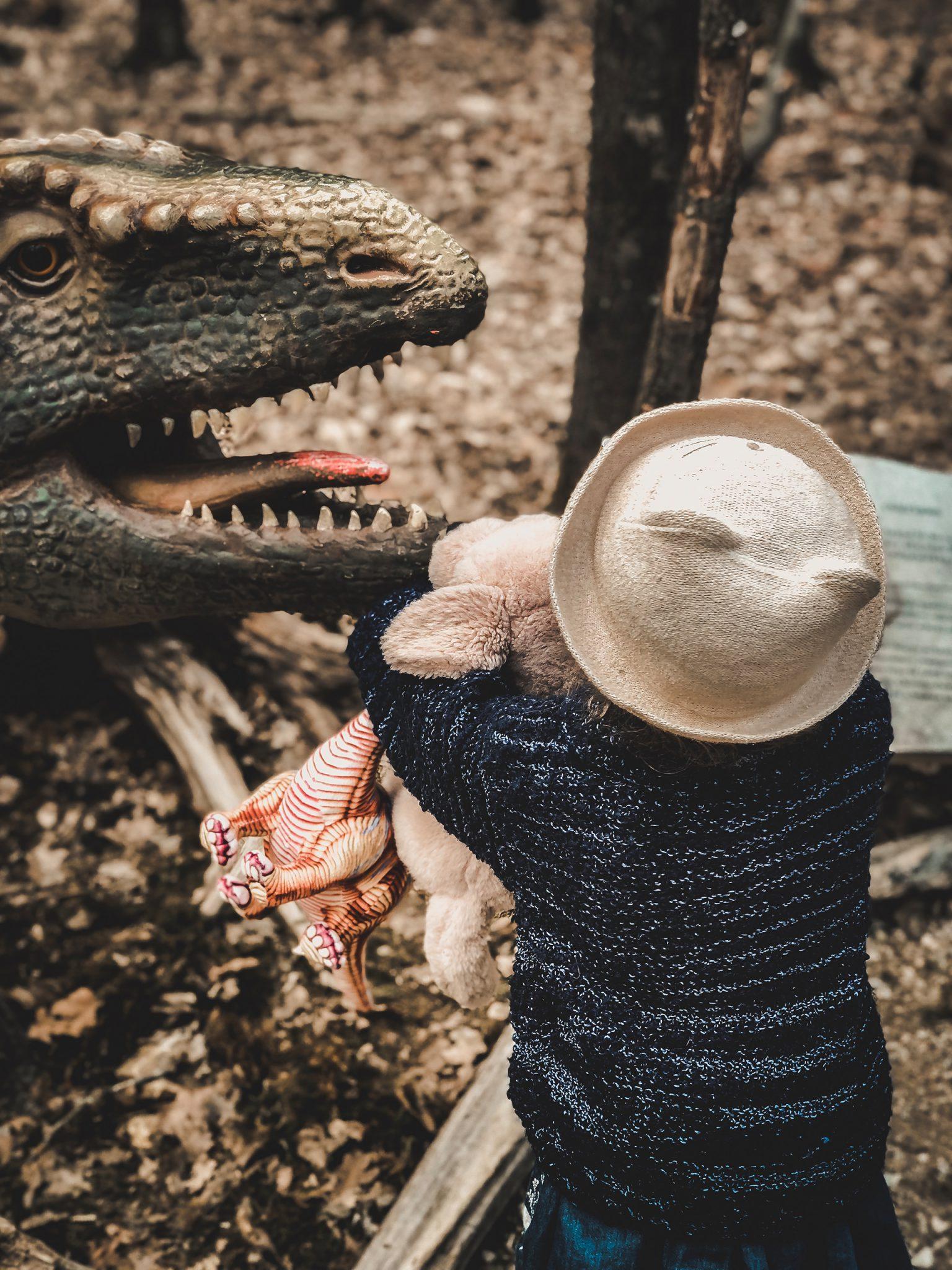 Dinosaurier Park im Altmühltal - Parkgelände mit Urzeittieren, Spielplatz, Skelette ausgraben und Shop - Mama Blog München 8