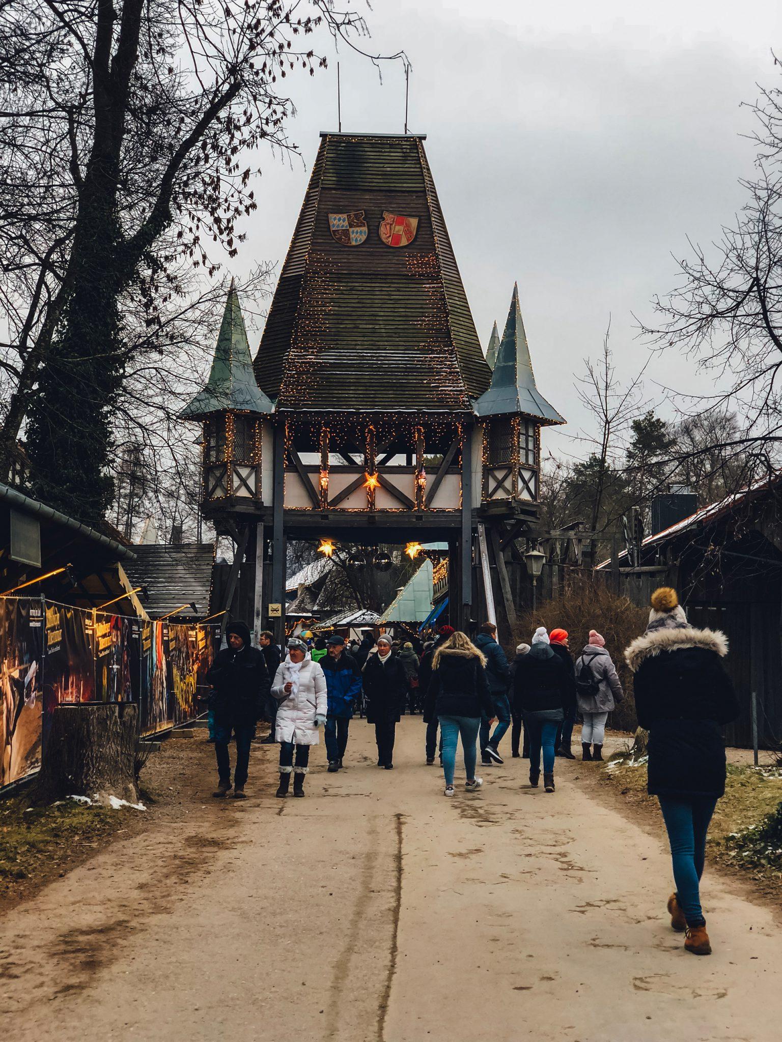 Kaltenberger Ritterturnier Märchenweihnachtsmarkt Schloss Kaltenberg Ausflugstipps für Familien - München mit Kind - Mama Blog