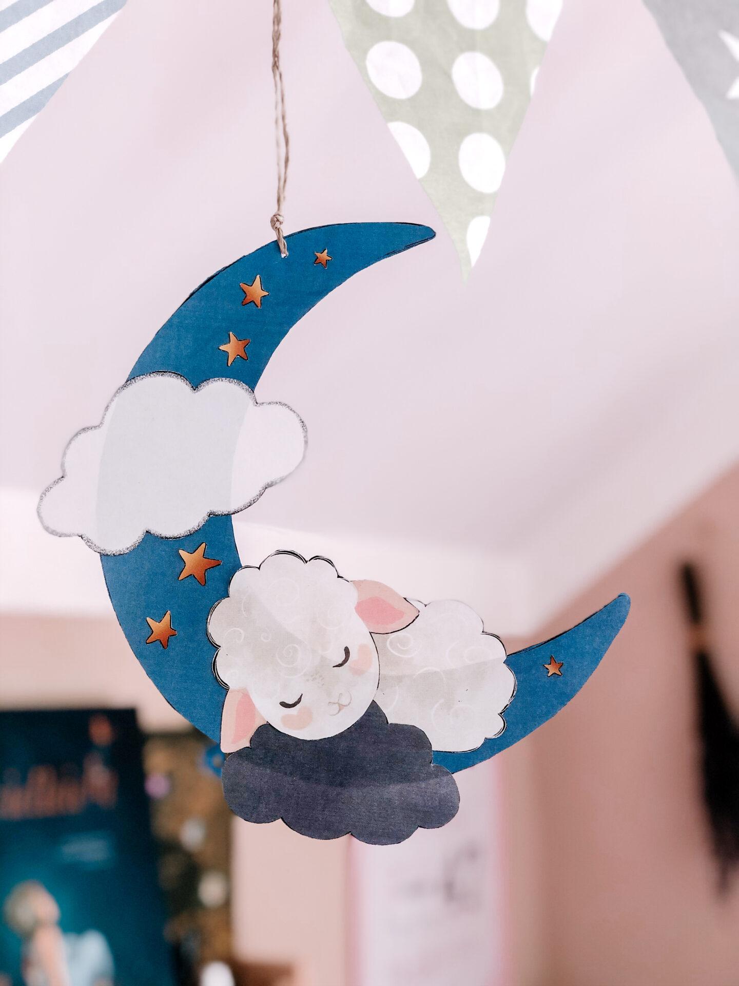 Mobile Schaf basteln - Bastelideen für Kinder - Kostenlose Vorlage zum Runterladen